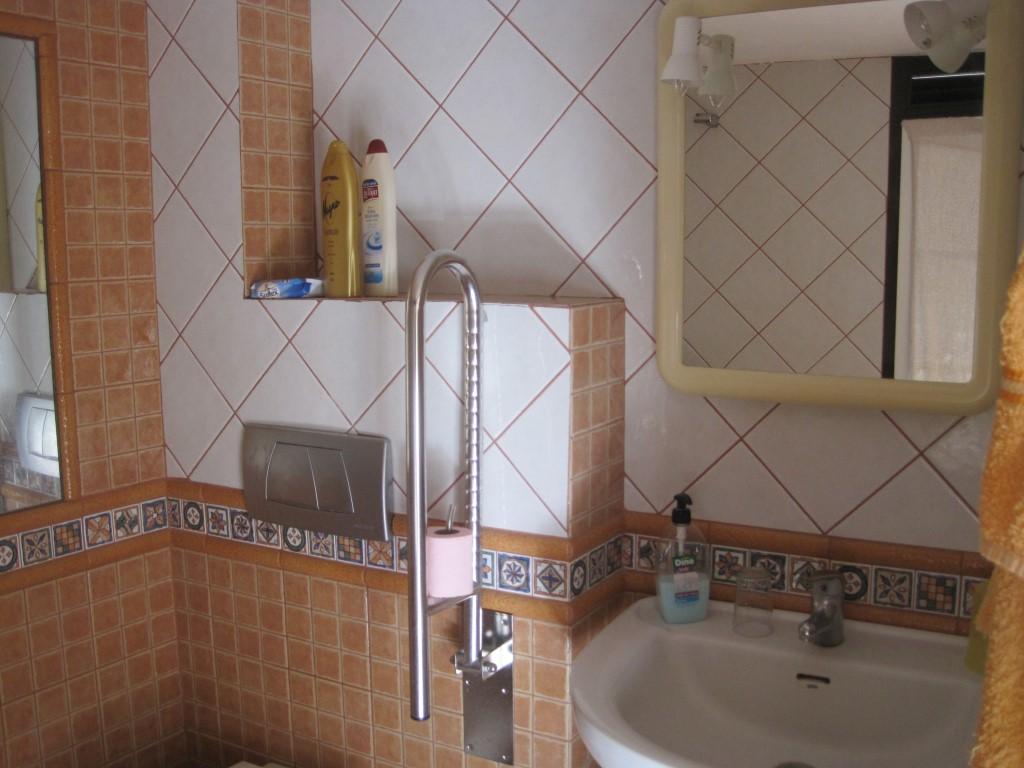 Baño Adaptado Minusvalidos: Adaptados completamente para minusválidos (cocinas, baños
